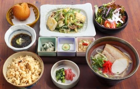 沖縄料理 あだん KITTE 博多店